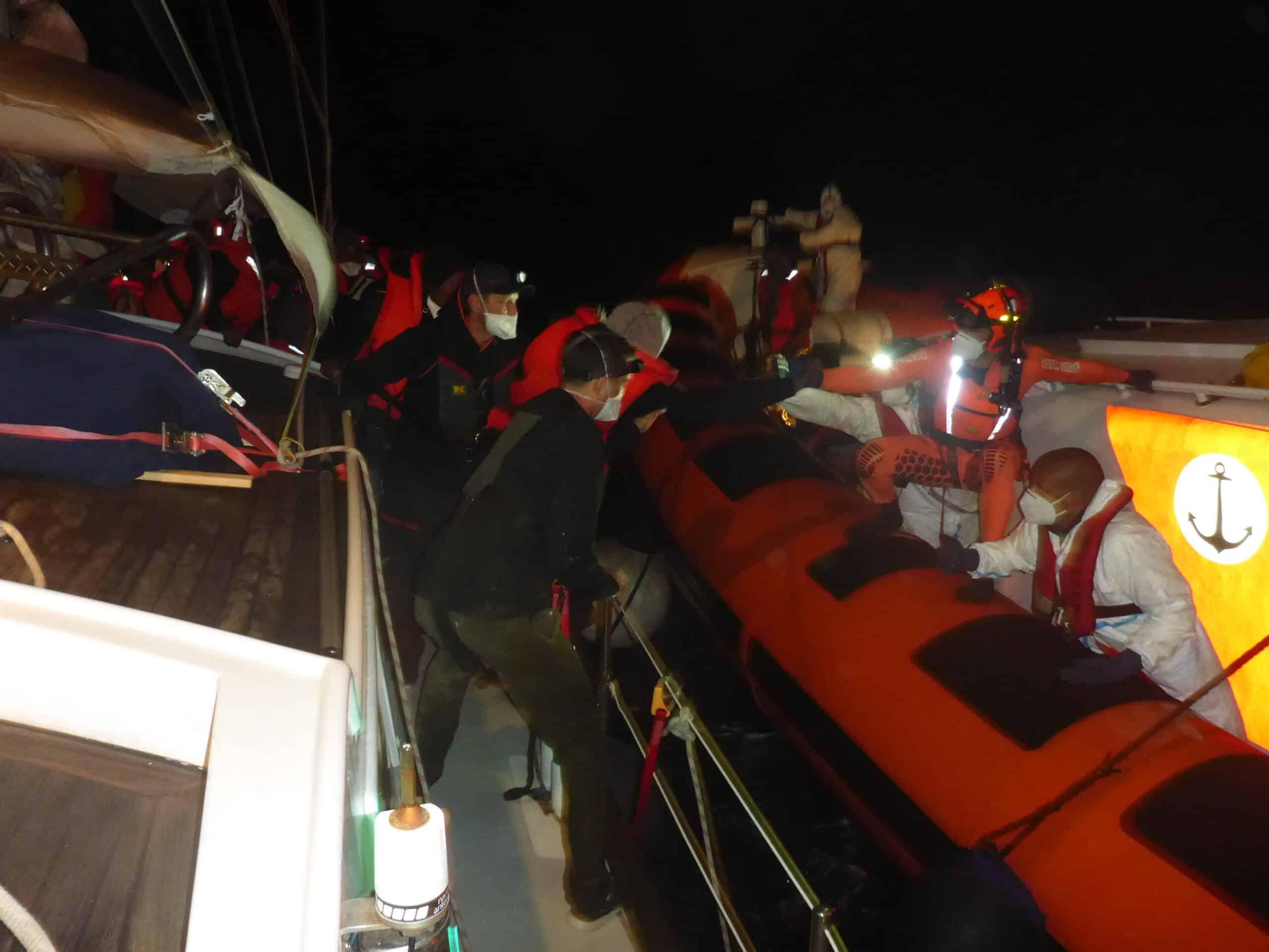 Übergabe an italienische Küstenwache