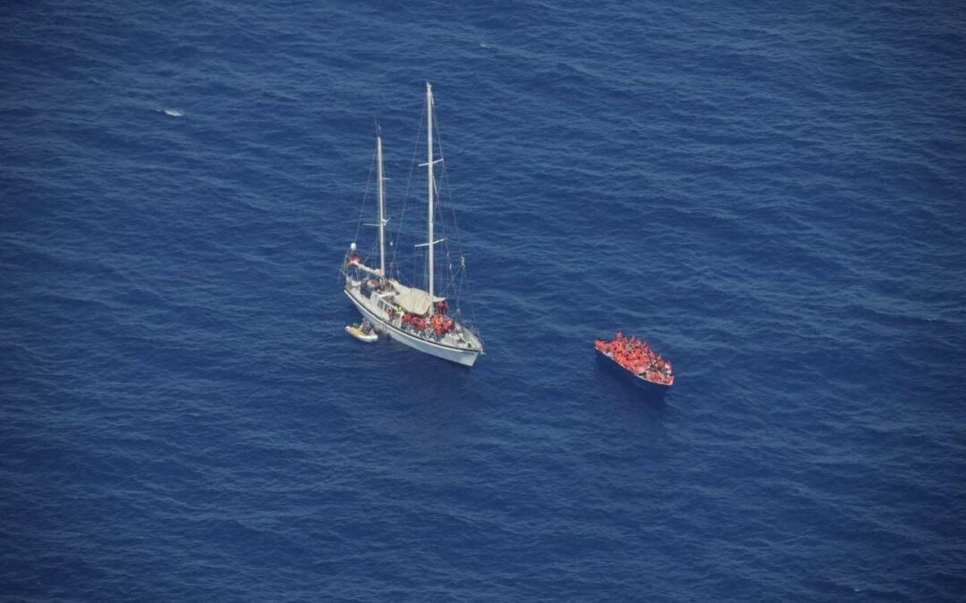 RESQSHIP übernimmt Erstversorgung von 86 Geflüchteten im maltesischen Seenotrettungsgebiet