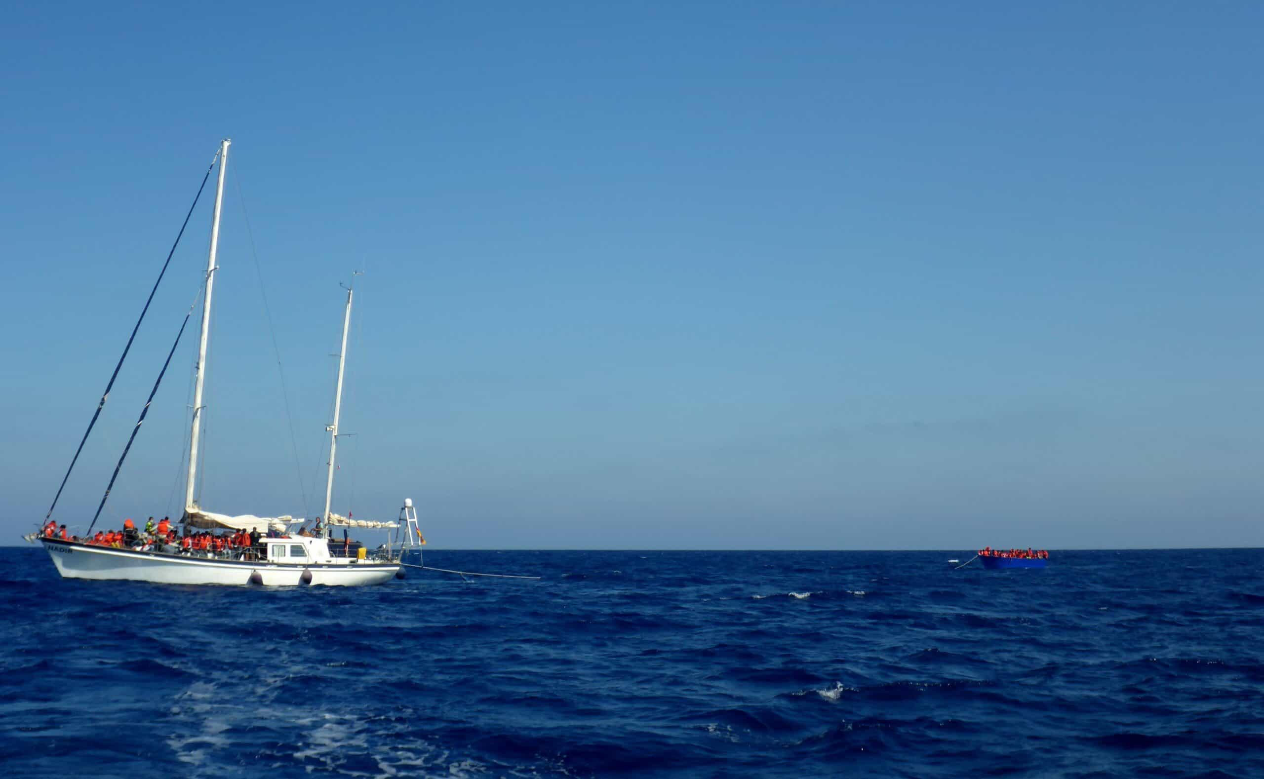 Nadir mit Boot im Schlepp