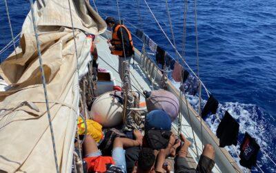 17 aus Seenot Gerettete an Bord der Nadir notversorgt