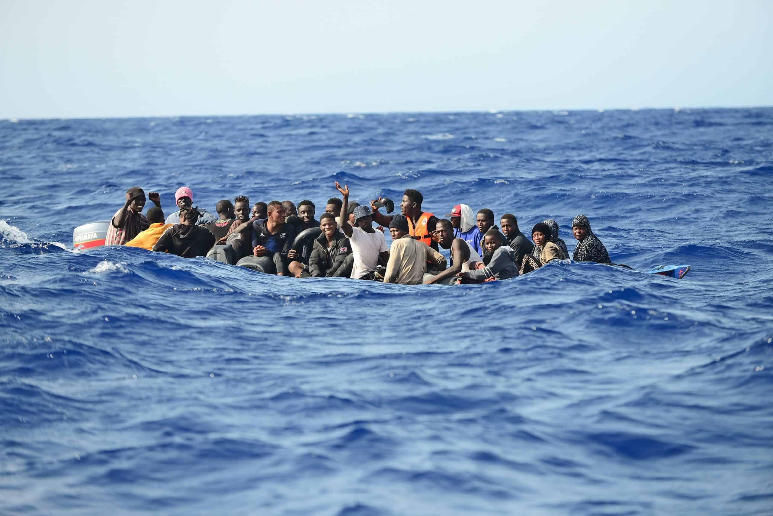 Kleines Holzboot-25 Menschen