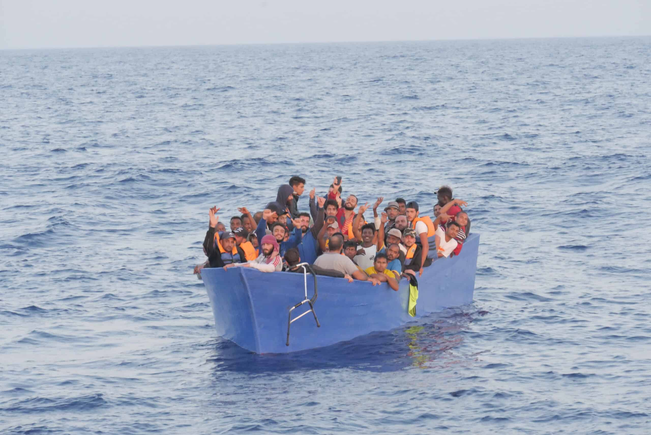 Boot mit 58 Menschen